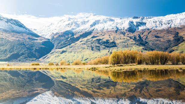Climber 'dug shelter' to survive mountain ordeal in New Zealand