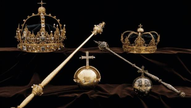 Hunt for cathedral raiders who seized Sweden's crown jewels