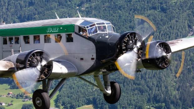 Αποτέλεσμα εικόνας για Tourist plane crashes in the Alps, kills 20 passengers and crew