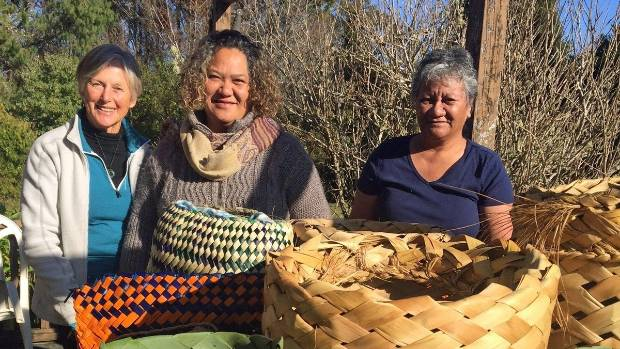 Weavers Anne Gibb, Maureen Rihari and Tiwai Rawiri say kete are a good way to reduce plastic bags when made correctly.