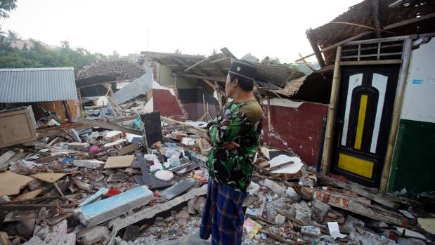 Third earthquake shakes Indonesian island as death toll tops 300