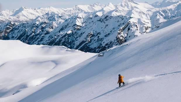 Girls' heli-skiing adventure in Wanaka