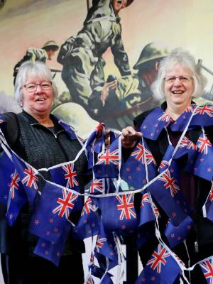 Fiona Hicks and Jill Williams, from the South Taranaki RSA, want to see Hāwera festooned with bunting.