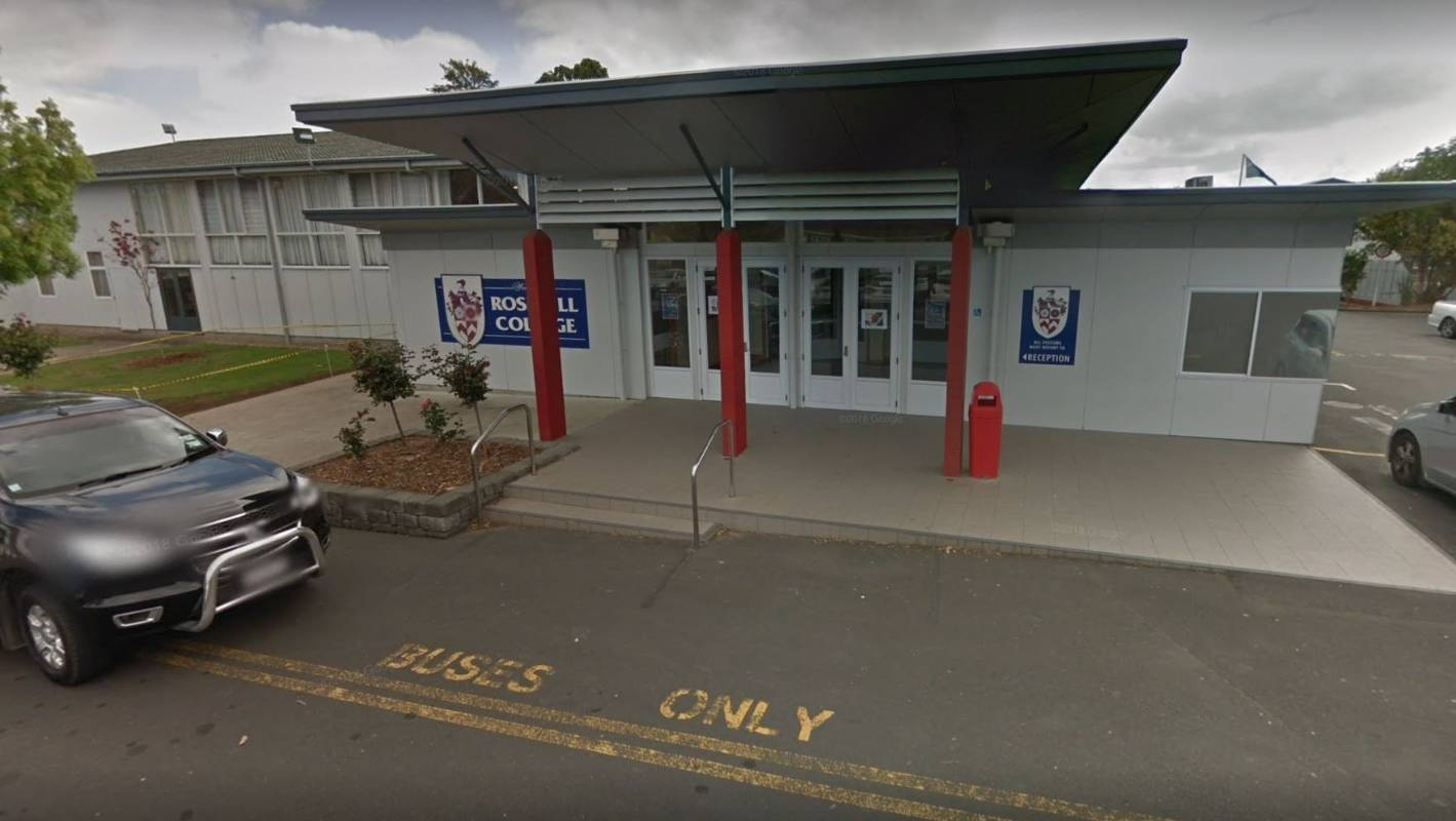 Auckland's Rosehill College 'cannot force' students to update software, caregiver says