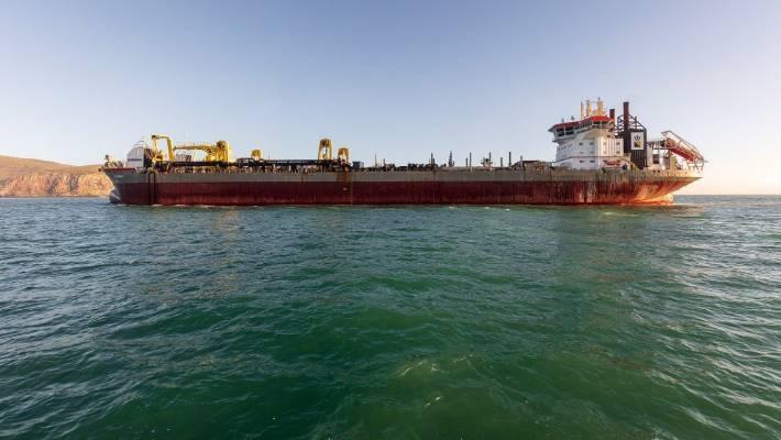 Huge Dredge Arrives At Lyttelton To Work On Shipping