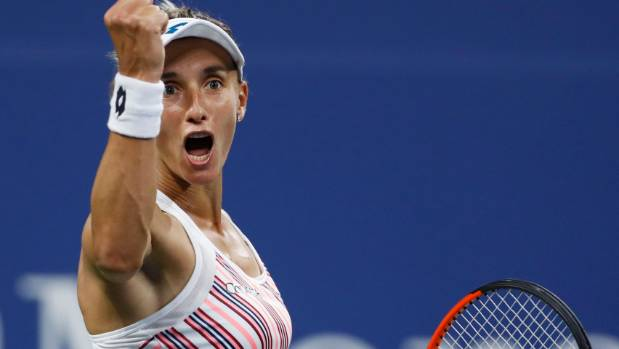 U.S. Open: Wozniacki cruises past sloppy Stosur