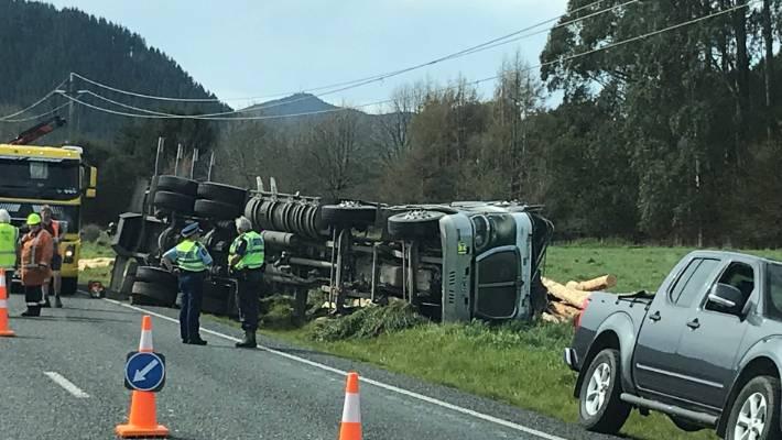 Driver dodges flying logs after truck crashes near Rotorua
