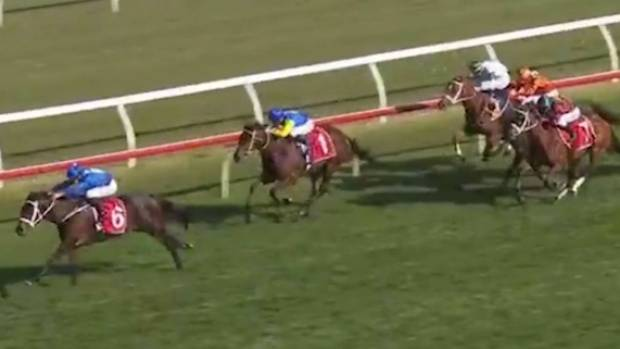 Champion mare Winx has made it 27 straight race wins with a commanding performance in the Group 1 $500,000 Colgate Optic White George Main Stakes (1600m) at Royal Randwick.