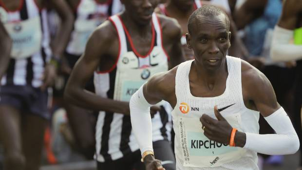 Kenyan Eliud Kipchoge breaks world record at Berlin marathon