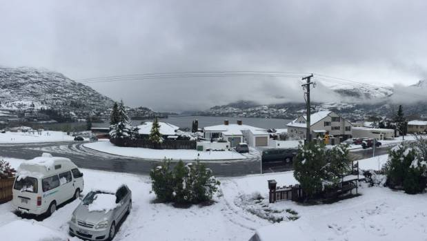 The remaining snowfall after it stopped in Queenstown.