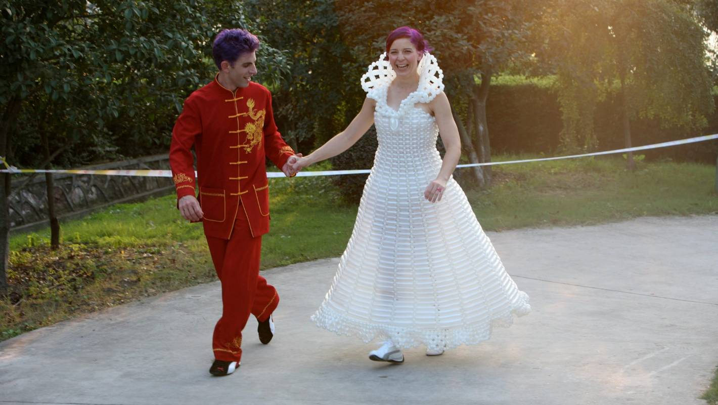 pictures Couple found a clown in their wedding photos