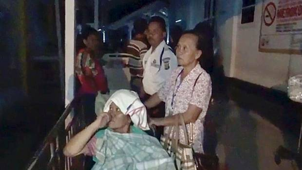 Indonesia tsunami and earthquake kill 384, leave hundreds injured
