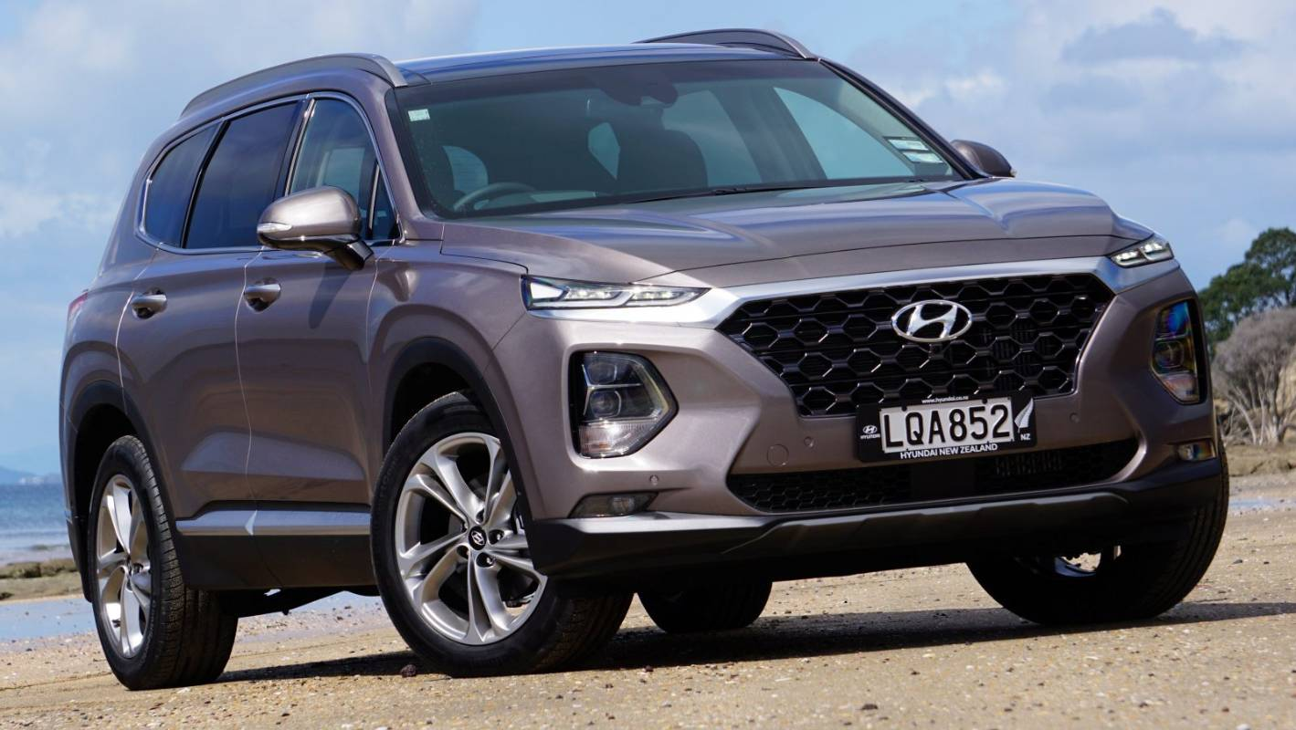 new santa fe most hi tech suv on the market says hyundai. Black Bedroom Furniture Sets. Home Design Ideas