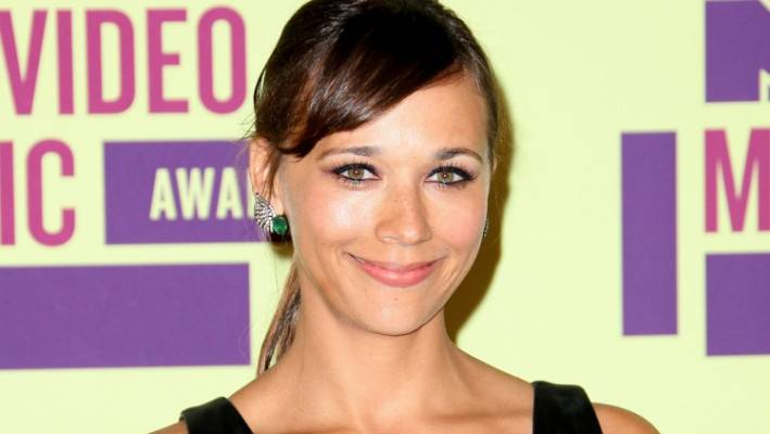 Rashida Jones is working on a show that skewers sitcom tropes.