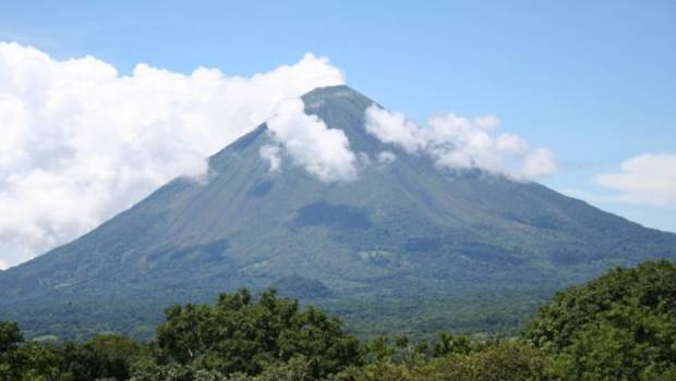 Mount Soputan in North Sulawesi province spewed ash 6000 meters into the sky. (File photo)