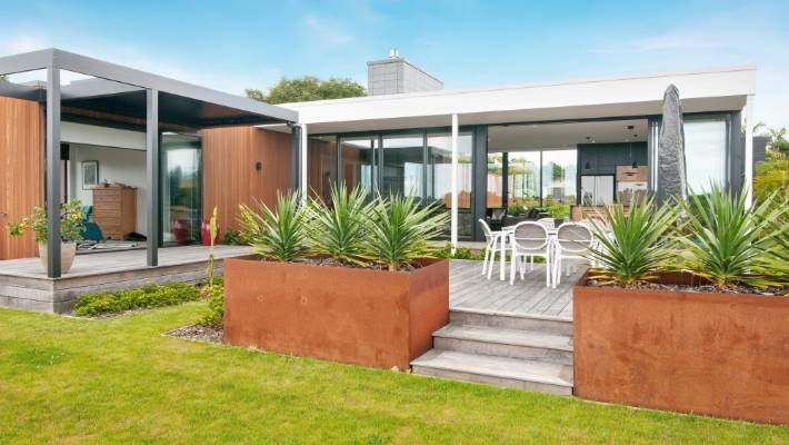 Ways to design and decorate to maximise the summer sun stuff nz