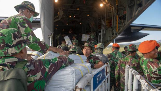Indonesian soldiers unloading supplies brought in by the New Zealanders
