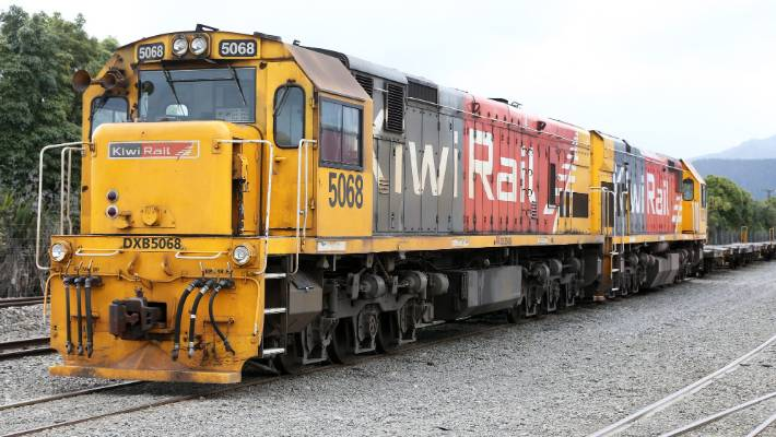Major new rail freight links would be a prerequisite to a major shift of trade handled by the upper North Island's three ports.