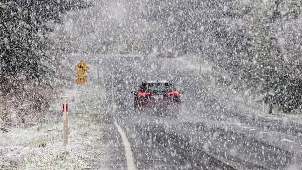 Driving on State Highway 94 between Te Anau and Mossburn was difficult as snow was falling.
