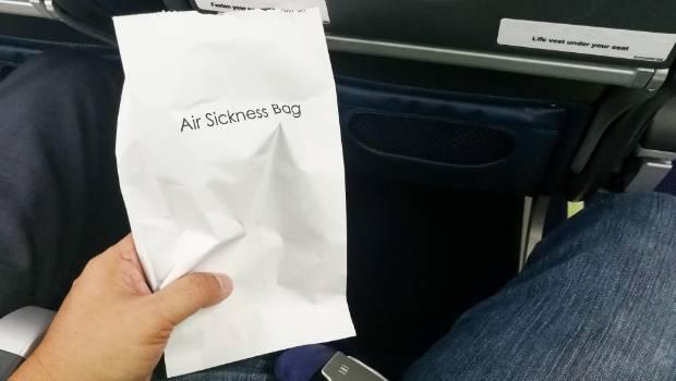 Lấy túi nôn trên máy bay cũng là ăn cắp? - Ảnh 3.