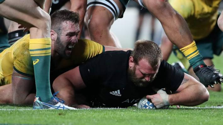 All Blacks escape with win at wet Twickenham