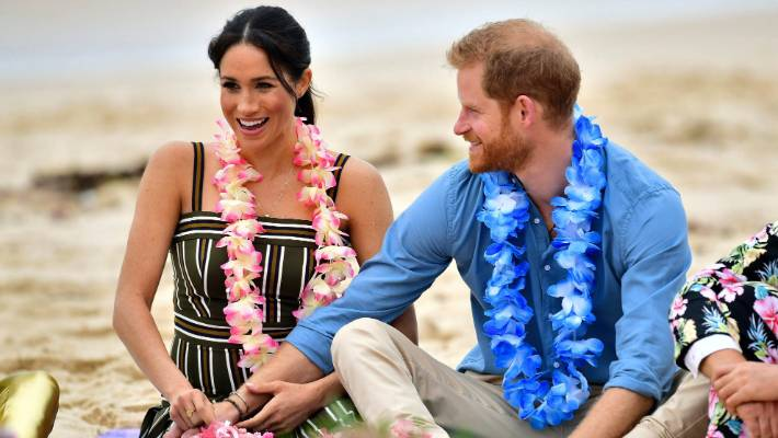BN Sweet Spot: Meghan Markle cradling her Baby Bump in New Zealand