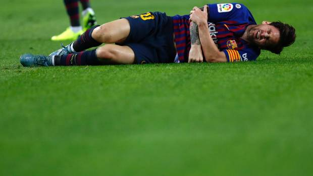 Messi sidelined for three weeks with fractured arm
