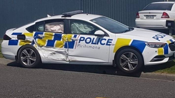 Man arrested after ramming police cars in Napier pursuit