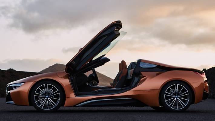 The roof down, the i8 rodster captures the look of a small supercar.