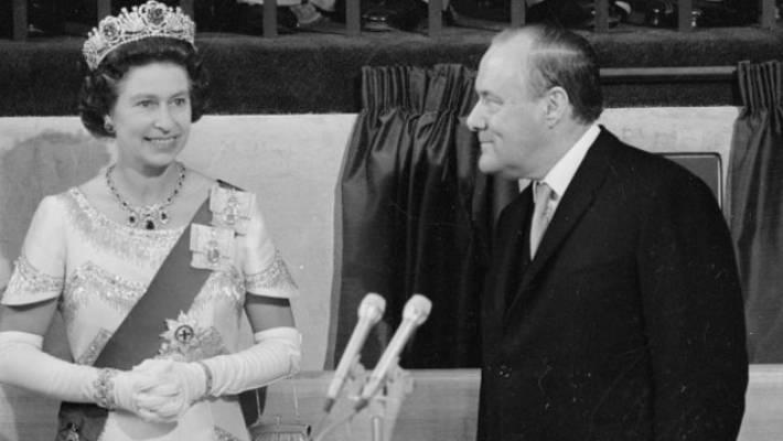 Queen Elizabeth and Prime Minister Robert Muldoon.