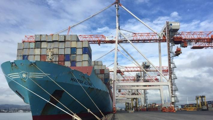 Maersk shipping line cut sulphur emissions at the Port of Auckland by 72 tonnes a year after it switched to a cleaner fuel, but the change proved too expensive and was abandoned after other shippers failed to follow suit.