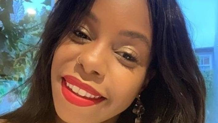 London Hughes: a makeup artist used cocoa powder on her face.