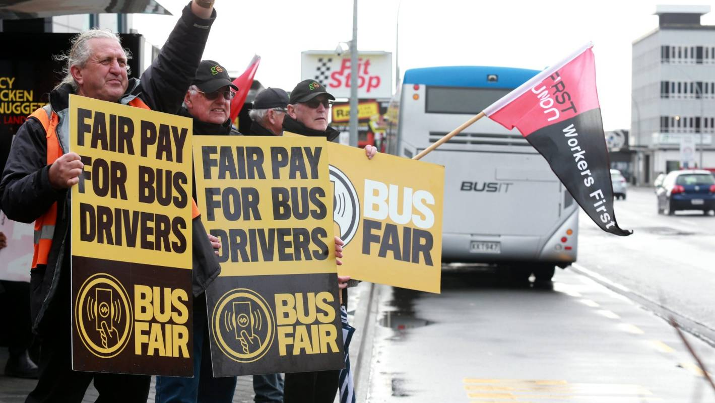 Hamilton Bus Drivers Holding Stop Work Meeting On Tuesday