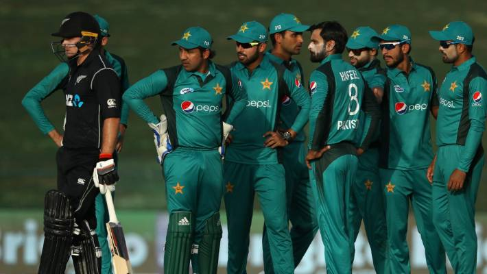 Pakistan fought late in the New Zealand invasion when tourists lost four goals in eight balls.
