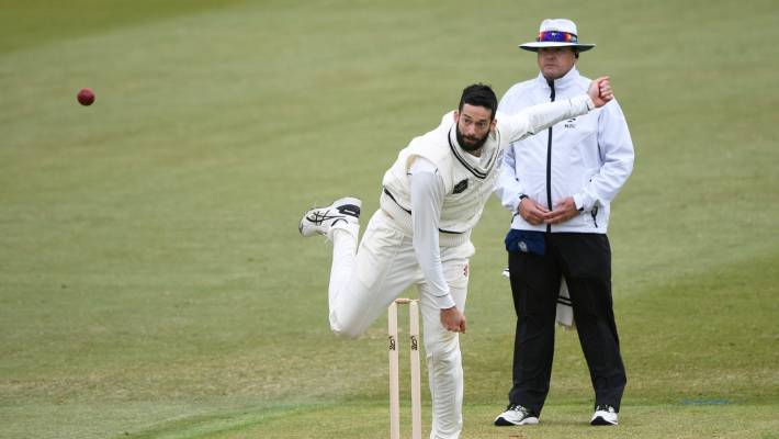 Imam-ul-Haq floored by bouncer, but Pakistan hold off New Zealand