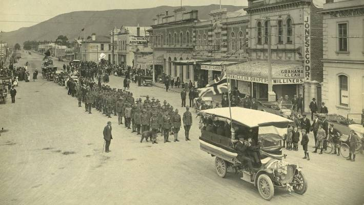 An Armistice parade on Waimate's main street, 1918. The gathering of crowds helped spread influenza, which eventually left 9000 dead in New Zealand.