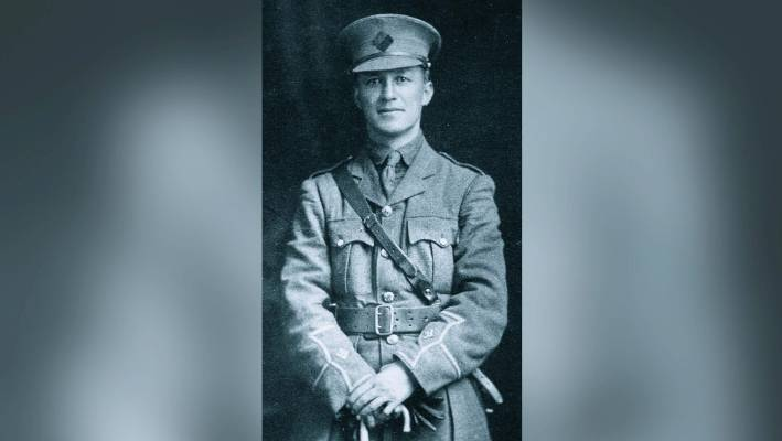 Second lieutenant Harry Dansey, photographed in September 1915 shortly before he departed New Zealand for Egypt and Europe.