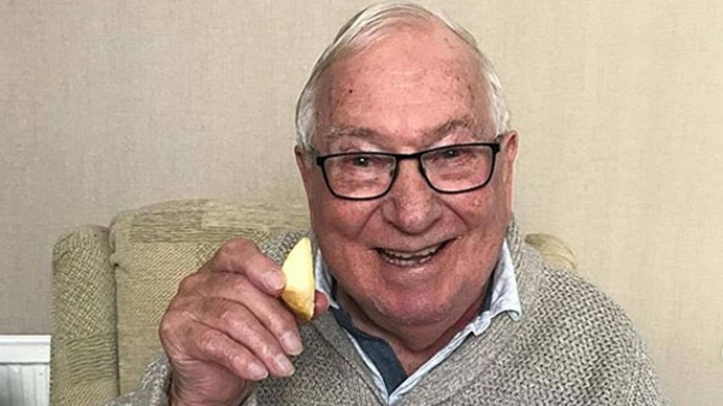 85-year-old man shares weight-loss journey on Instagram ...