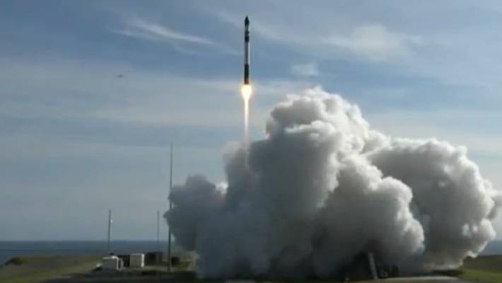 Rocket Lab launches commercial rocket