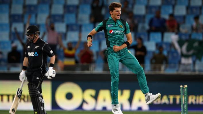 Player of the Shaheen Afridi series strikes, bowling Colin Munro for zero to leave the ODI set of black hat opener on a total of 42 tracks.