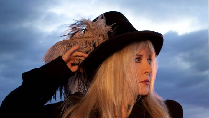 Fleetwood Mac has canceled two Canadian concerts for the rest of the Stevie Nicks voice.