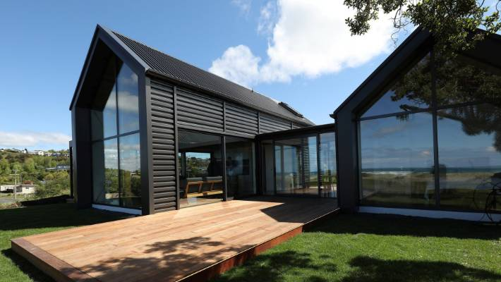 Grand Designs NZ: Dunedin beach crib is a DIY-on-the-side ...