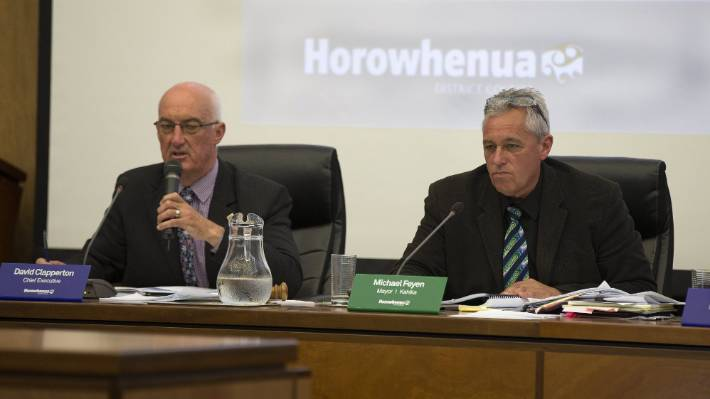 Horowhenua District Council's Executive Director David Clapperton, left, is apologizing to Mayor Michael Feyen to block e-mails that he sent as councilor.