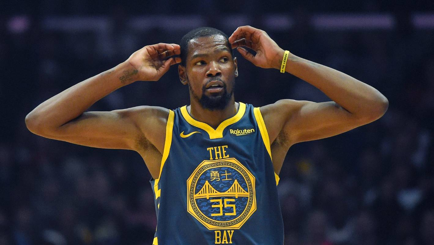 86860b7bea70 Kevin Durant and Draymond Green separated in heated huddle in Warriors loss