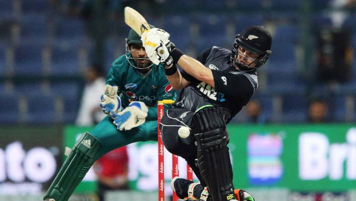 Colin Munro sent Auckland to the Trophy record.