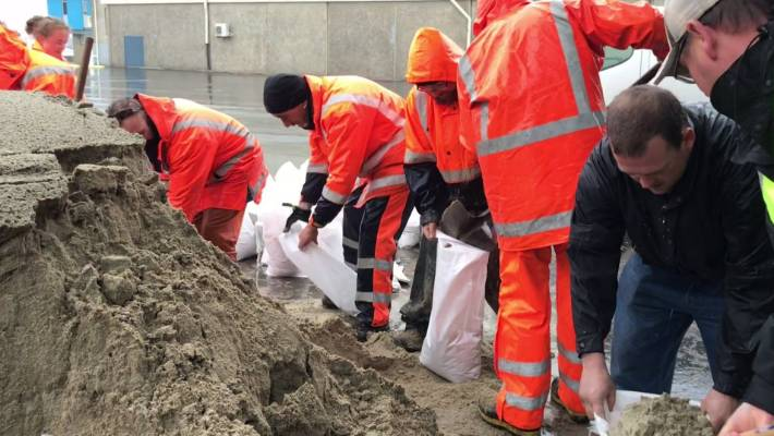 Volunteers will fill Dunedin's sandbox on Tuesday after hours of heavy rains have caused flood floods over Otago.
