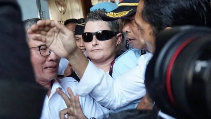 Bali Nine's Renae Lawrence 'overwhelmed' as she lands in Australia with family