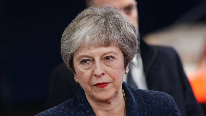 Theresa May threatened with vote to bring down govt over Brexit