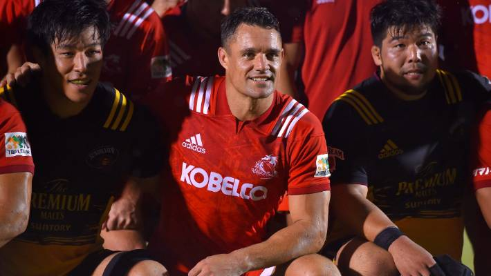 Dan Carter (c) is in the Japan Top League grand final in his first season with the Kobelco Steelers.