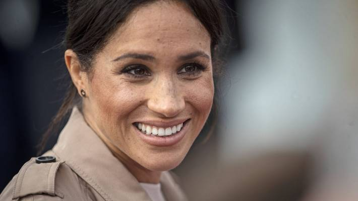 Serena Williams is giving being pregnant recommendation to her ongtime friend Meghan Markle.